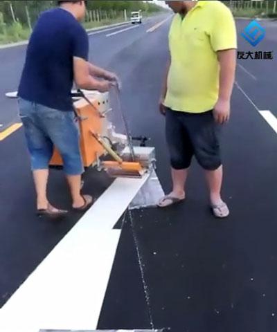 划线机施工中
