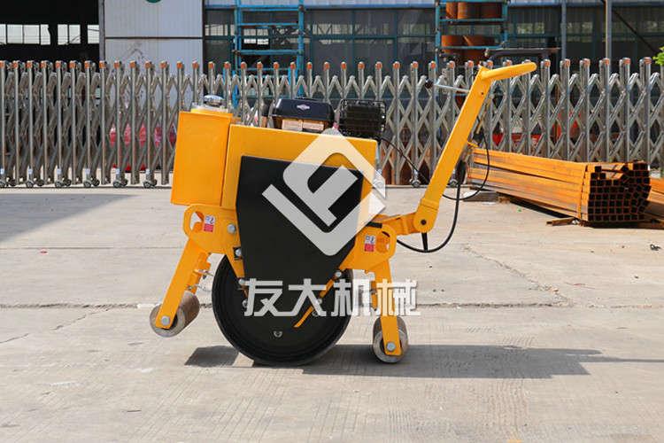 我们可以在哪些施工场地上看到小型压路机?